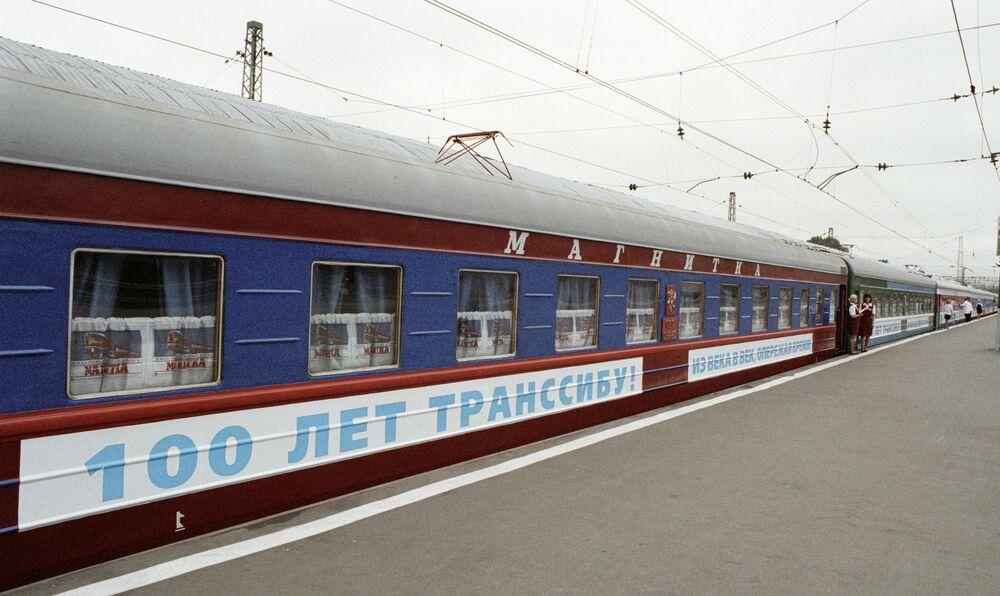 Transsib'in 100. Yıldönümü için üretilen Moskova-Vladivostok-Moskova tren, Yaroslavskiy garı.