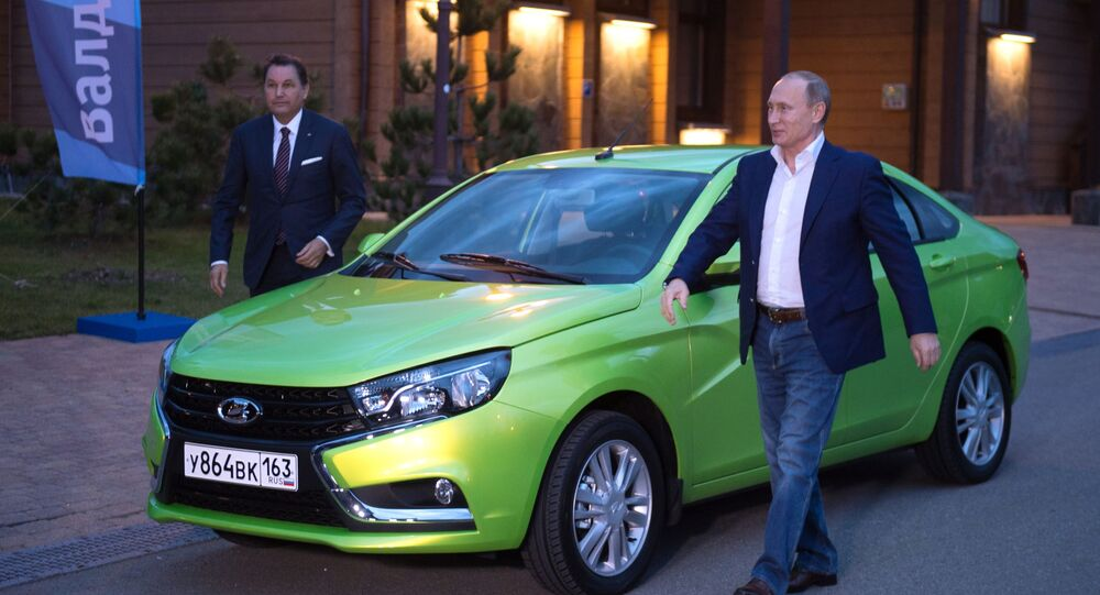 Rusya Devlet Başkanı Vladimir Putin Polyana.1389 otel kompleksine AvtoVAZ fabrikasının ürettiği yeni model Lada Vesta arabasıyla geldi.