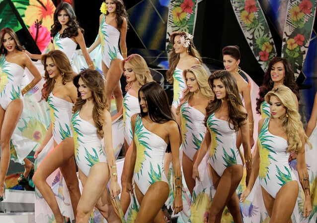 Venezüellalı güzeller taç için yarıştı
