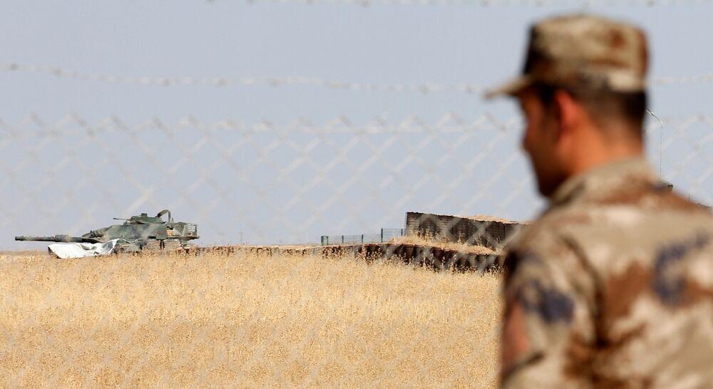 Türkiye, Irak'taki askeri gücünün Bağdat yönetiminin bilgisi dahilinde konuşlandırıldığını belirtirken, Bağdat Türkiye'yi izin almadan asker sayısını artırmakla suçluyor.