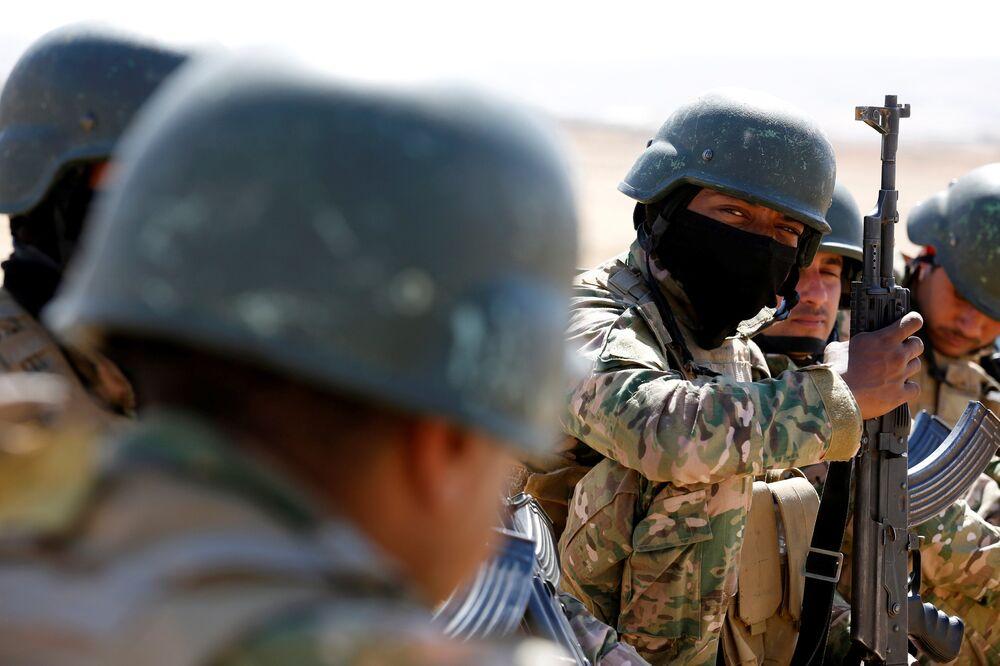 Reuters, kamptaki askeri eğitimin Musul'un IŞİD'den geri alınması için başlatılması planlanan büyük operasyon öncesi devam ettiğine vurgu yaptı.