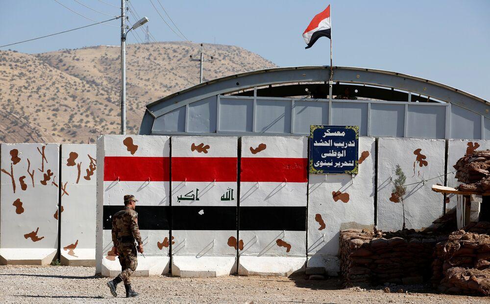 Başika'daki Zelikan Kampı'nı görüntüleyen Reuters, çoğunluğunu Sünni Arap güçlerin oluşturduğu muhaliflerin katıldığı eğitim sırasında çekilen bir dizi fotoğraflar yayımladı.