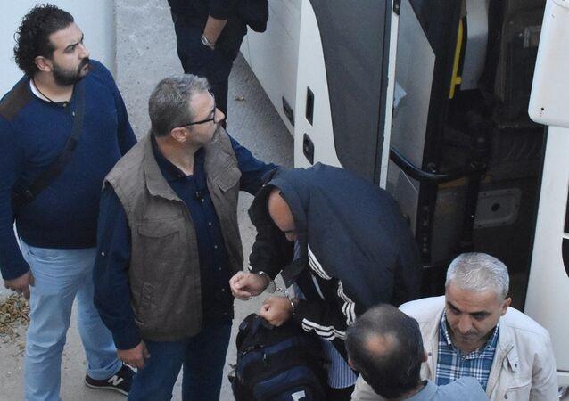 Konya'da FETÖ soruşturması kapsamında gözaltına alınan 3. Ana Jet Üs Komutanlığı'nda görevli 21 asker çıkarıldığı mahkemece tutuklandı.