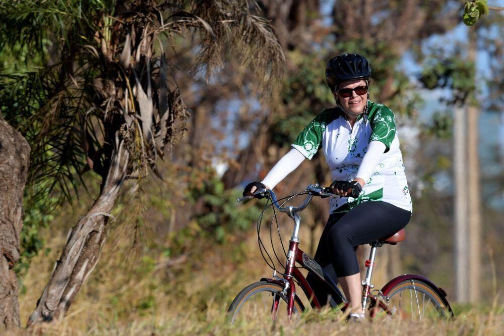 Brezilya'nın eski Devlet Başkanı Dilma Rousseff bisikletiyle gezintide.