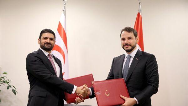 Enerji ve Tabii Kaynaklar Bakanı Berat Albayrak-Kuzey Kıbrıs Enerji ve Ekonomi Bakanı Sunat Atun - Sputnik Türkiye