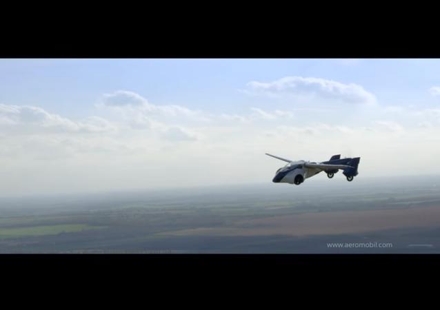 Gelecek yıl uçan araba üretimine başlanacak
