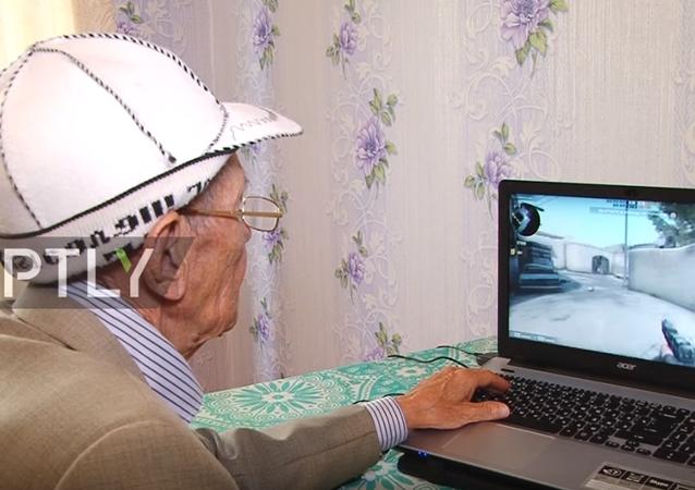 71 yaşındaki Counter Strike tutkunu sosyal medyayı salladı