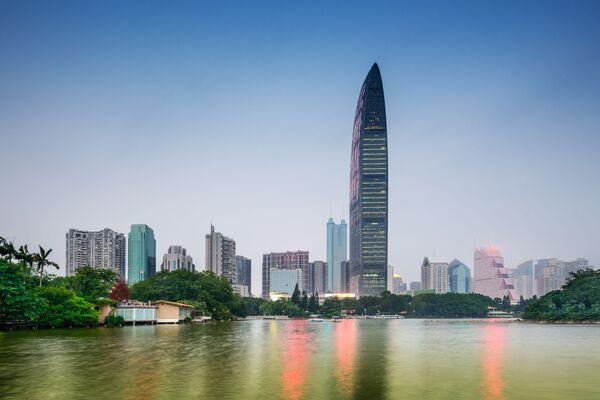 Kingkey 100 ünlü çok katlı bina Çin'in Shenchzhen şehrinde, Guangdong eyaletinin finans bölgesinin merkezinde bulunuyor. Bu bina dünyanın en yüksek binaları listesinde 10. sırada. Yüksekliği yaklaşık 442 metre. - Sputnik Türkiye
