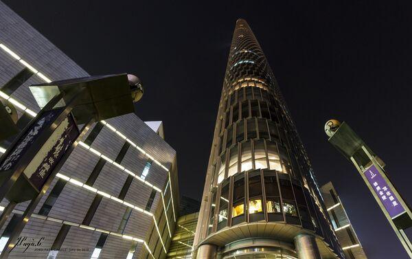 Çin'in Nanjing şehrinde Nantzin Grinlend finans merkezinde yüksekliği 450 metre olan Zifeng Kulesi bulunuyor.  Gökdelen 2008 yılında inşa edildi, Çin'in en yüksek binaları arasında 3. sırada,  dünyada 8. sırada bulunuyor. - Sputnik Türkiye
