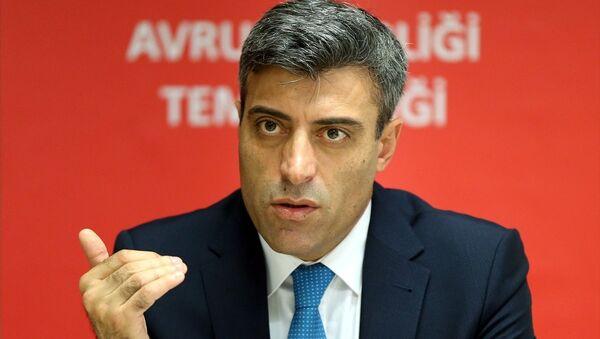 CHP Genel Başkan Yardımcısı Öztürk Yılmaz, Brüksel'deki temaslarının ardından basın toplantısı düzenledi. - Sputnik Türkiye