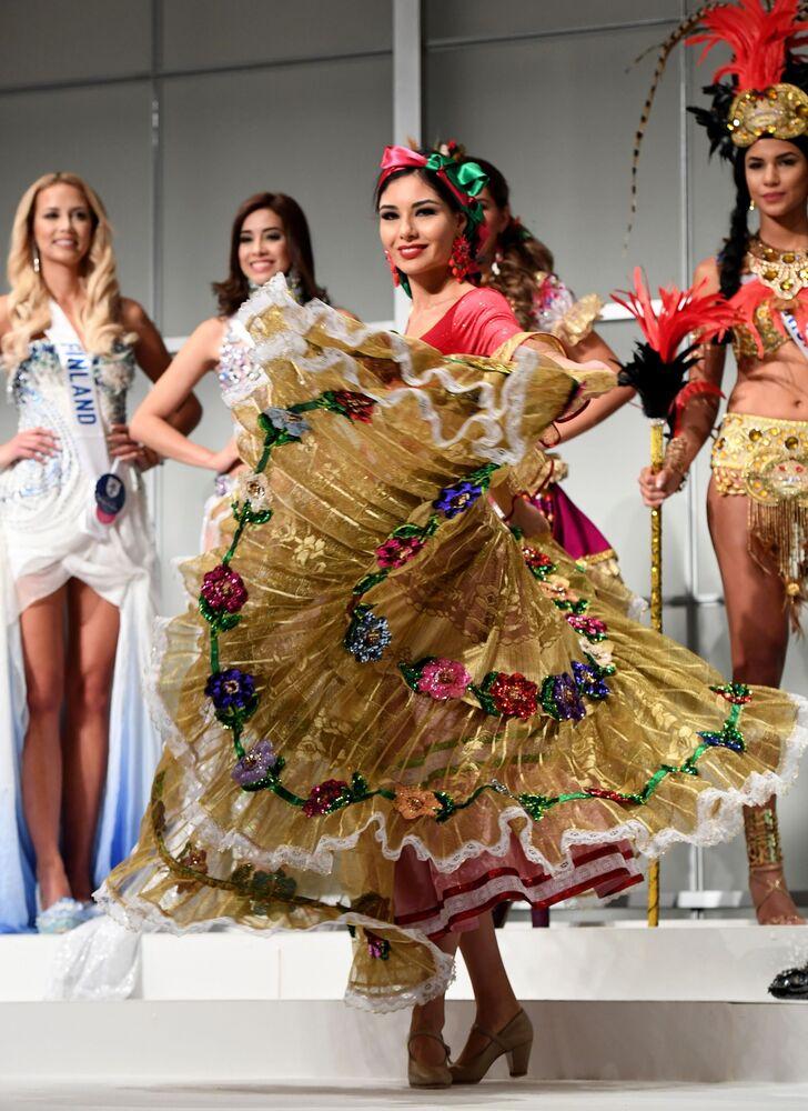 Japonya'nın başkenti Tokyo'da önceki günlerde 2016 Uluslararası Güzellik Yarışması'nın (Miss International Beauty Pageant 2016) basın için özel ön açılışı yapıldı.