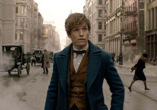 Dünya genelinde izlenme rekorları kıran Harry Potter serisindeki yaratıkların konu edildiği 'Fantastik Canavarlar' serisinde 5 film olacağı belirtildi.