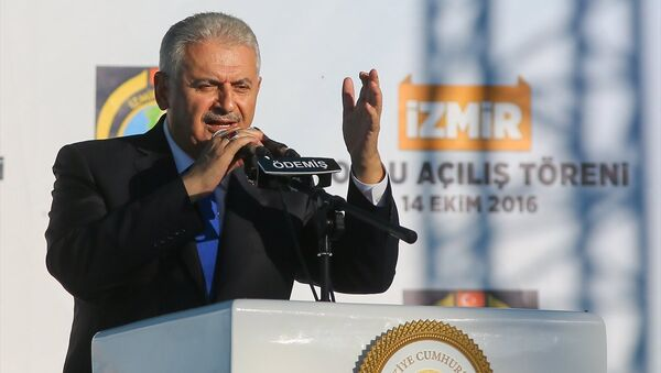 Başbakan Binali Yıldırım, İzmir'in Ödemiş ilçesinde toplu açılış törenine katılarak konuşma yaptı. - Sputnik Türkiye