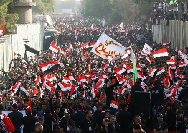 Irak'taki Sadr Hareketi lideri Mukteda el Sadr yanlıları