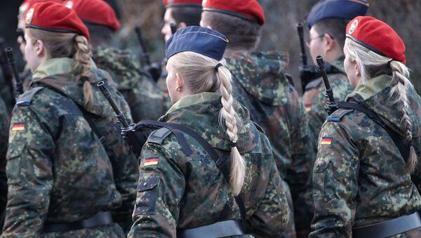 Almanya'da kadın askerler - Sputnik Türkiye