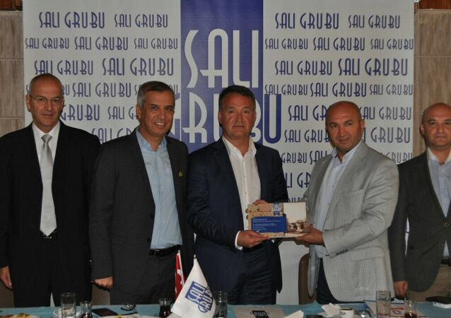 Antalya, Salı Sanayici ve İşadamları Grubu'nun (Salı Grubu) haftalık toplantısına katılan Rus-Türk İşadamları Birliği (RTİB) Başkanı Naki Karaaslan