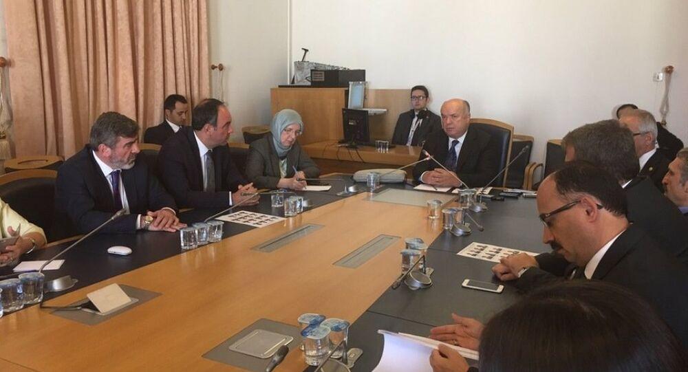 Fehmi Koru, AK Parti Burdur Milletvekili Reşat Petek başkanlığında toplanan TBMM FETÖ Darbe Girişimini Araştırma Komisyonu'na bilgi verdi.