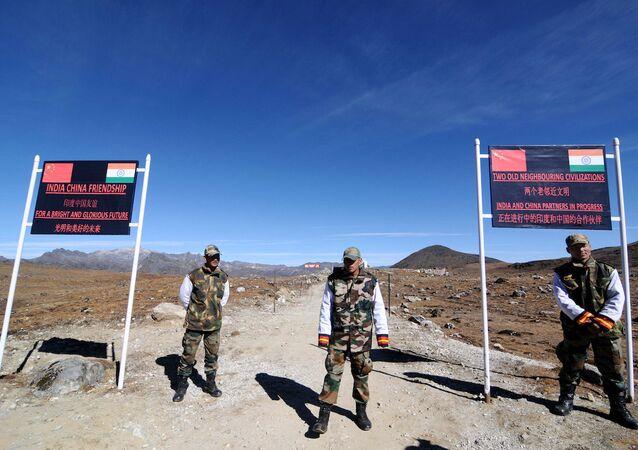 Çin ve Hindistan sınırındaki Bumla geçiş noktası, Arunaçi Pradeş.