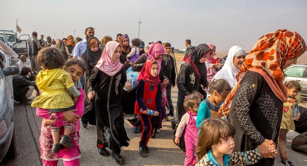 Şebek Kürt ailelerinin yaşadığı Tabzava köyünden gelen siviller son 5 gündür köylerinde Peşmerge ile IŞİD arasında yaşanan çatışmalar nedeniyle evlerinden çıkamadıklarını anlattı.