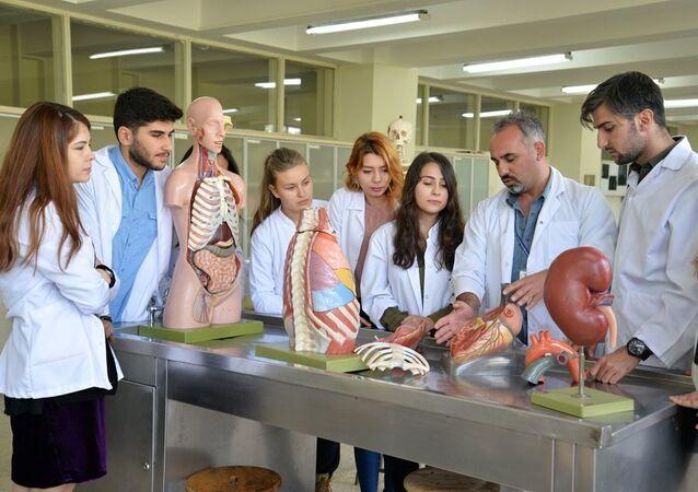 Uludağ Üniversitesi Tıp Fakültesi Anatomi Anabilim Dalı, kadavra bağışı olmadığı için ABD'den 120 bin liraya kadavra ithal ediyor.