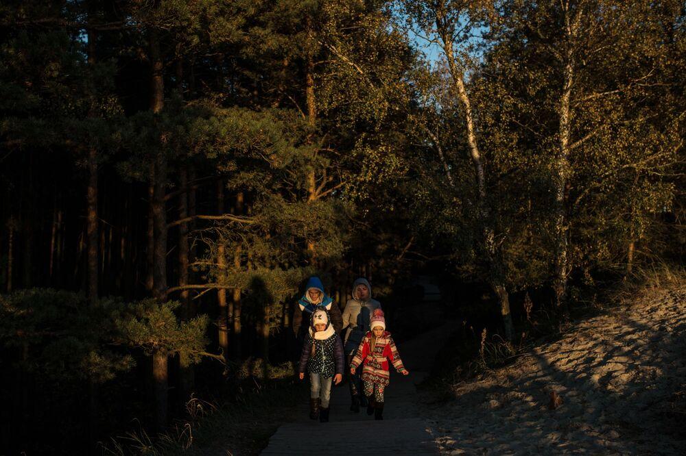 Kuron Dili milli parkındaki ziyaretçiler.