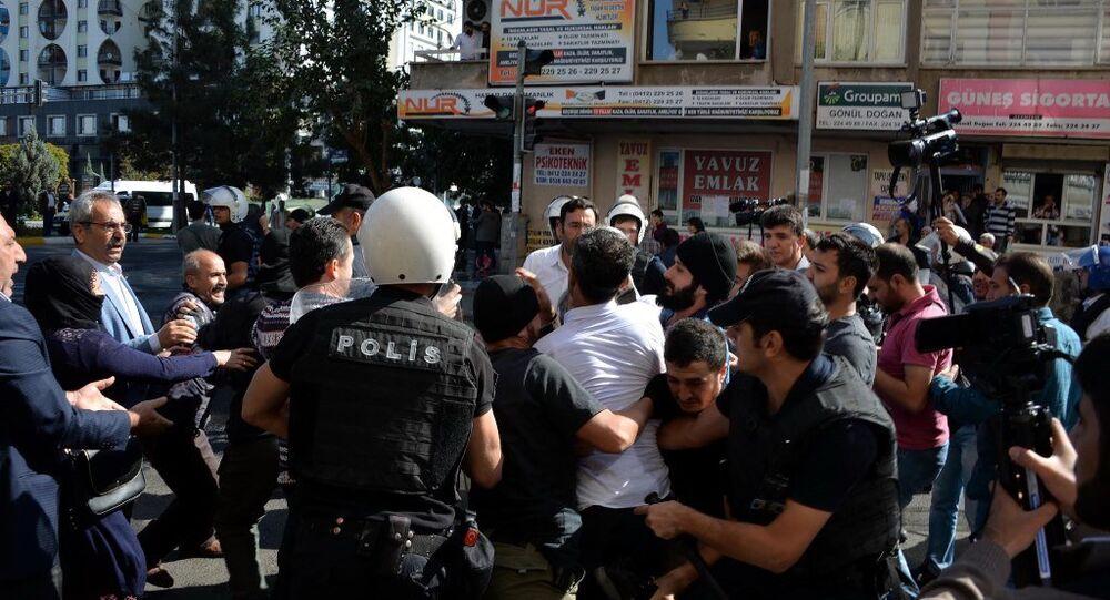 Diyarbakır'daki Gülten Kışanak protestosuna müdahale