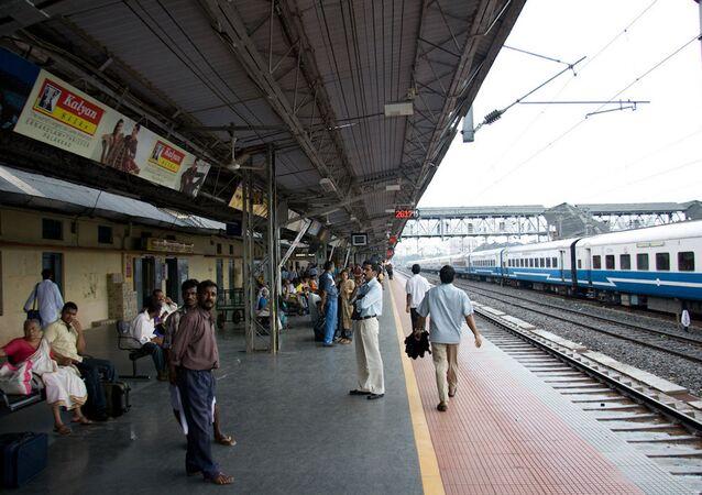 Tren istasyonu, Hindistan.