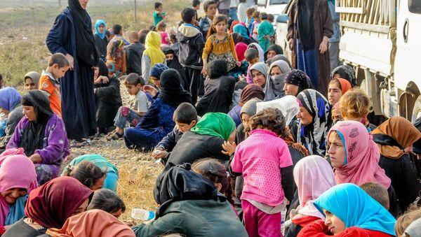 Musul'da IŞİD zulmünden kaçanlar - Sputnik Türkiye