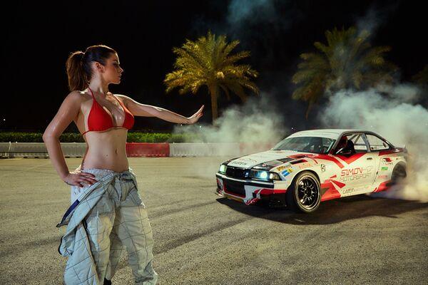 Dubai'de yapılan çekimleri Playboy dergisinin baş fotoğrafçısı yaptı. Çekilen fotoğraflarla 2017 yılı için bir takvim yapıldı. - Sputnik Türkiye