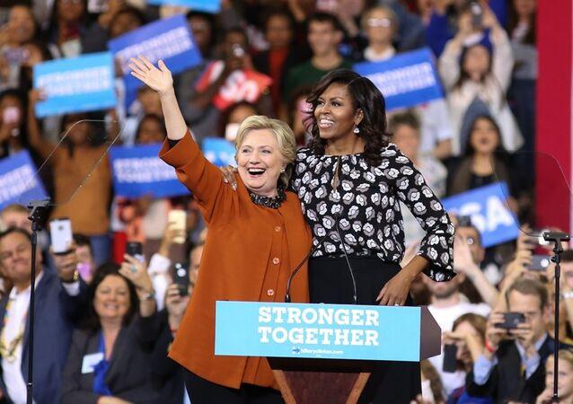 Michelle Obama Clinton'ın mitingine katıldı