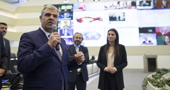 Başbakan Yardımcısı Veysi Kaynak, Başbakanlık Afet ve Acil Durum Yönetimi Başkanlığı'nda (AFAD) ajans, gazete ve televizyonların Ankara temsilcileriyle bir araya geldi. Kaynak, gazetecilere AFAD Kriz Merkezi'ni gezdirdi.