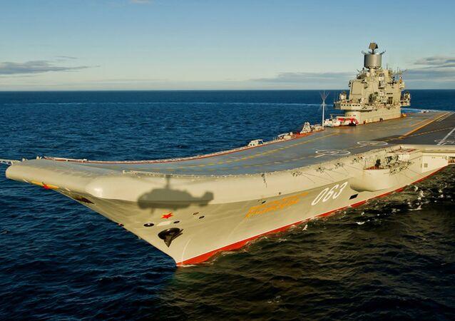 Sovyetler Birliği Filosu Amirali Kuznetsov'un adını taşıyan uçak gemisi.
