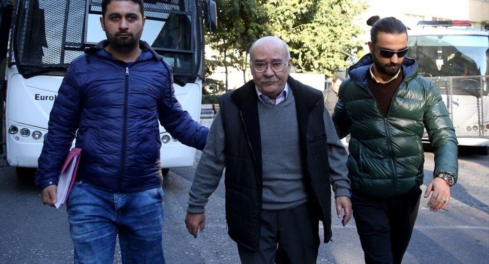 Gözaltına alınan Cumhuriyet gazetesi yazarları arasında Aydın Engin de bulunuyor.