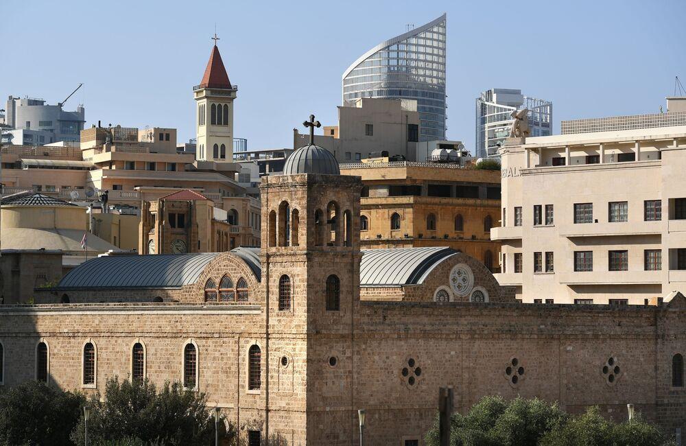 Beyrut'un Etoile meydanındaki St. George Yunan Ortodoks Katedraline açılan manzara.