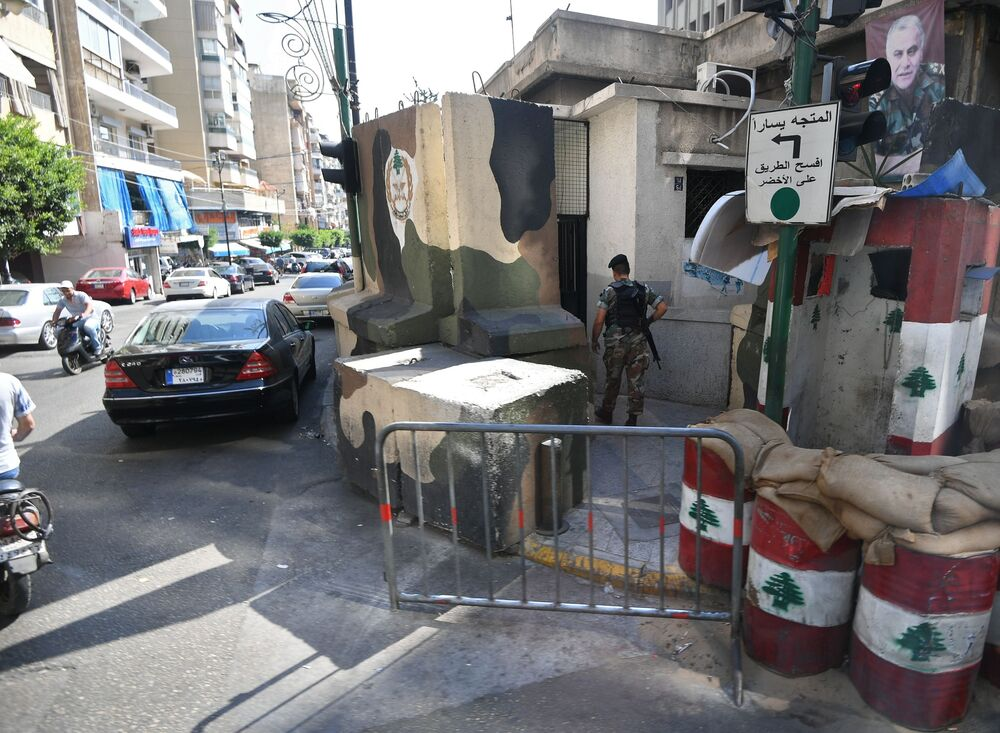 Beyrut'un sokağındaki kontrol noktası.