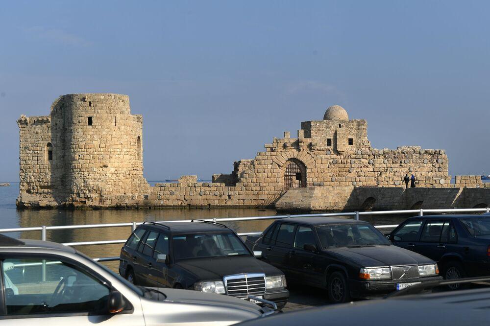 Lübnan'ın Sayda şehrinin limanı yanındaki deniz kalesi.