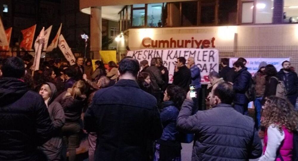 Cumhuriyet gazetesi - protesto