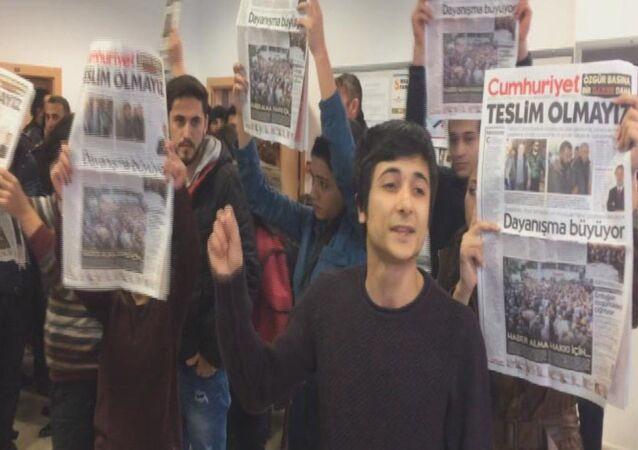 Anadolu Üniversitesi'nde 'Cumhuriyet arbedesi'