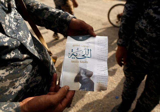 IŞİD'in ardında bıraktığı belgeler ve broşürler