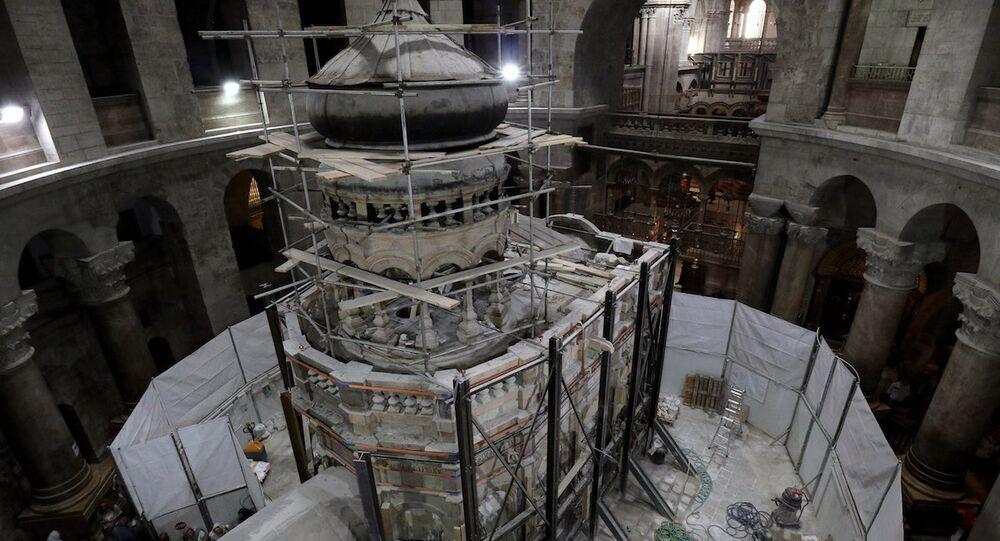 İsa peygamberin mezarı olduğu iddia edilen lahitte Yunan araştırmacılar inceleme yaptı.
