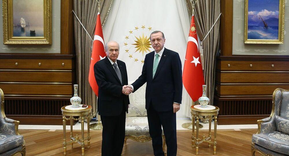 Cumhurbaşkanı Recep Tayyip Erdoğan, Cumhurbaşkanlığı Külliyesi'nde MHP Genel Başkanı Devlet Bahçeli'yi kabul etti.