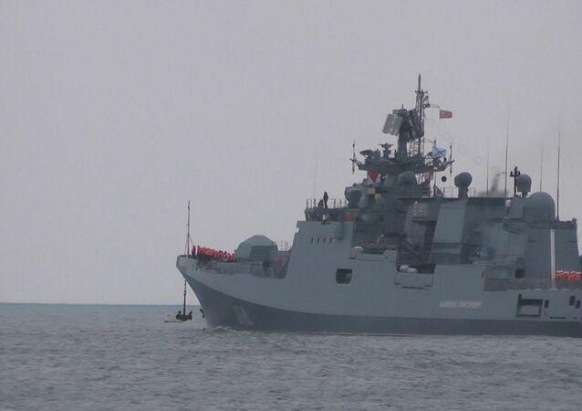 Kalibr füzeleriyle donatılmış Rus gemisi.