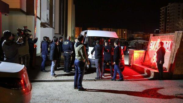 HDP Eş Genel Başkanı Selahattin Demirtaş, Diyarbakır'daki evinde gözaltına alındı. - Sputnik Türkiye
