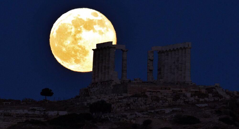 Atina'da Süper Ay