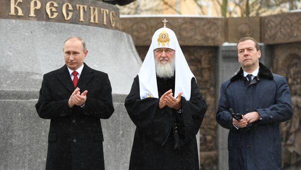 Putin, Ulusal Birlik Günü'nde kahramanların anıtına çiçek bıraktı - Sputnik Türkiye