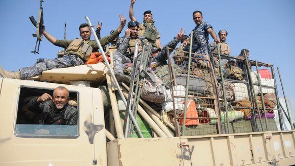 Irak Ordusu, Musul'un merkezine girmek üzere - Sputnik Türkiye