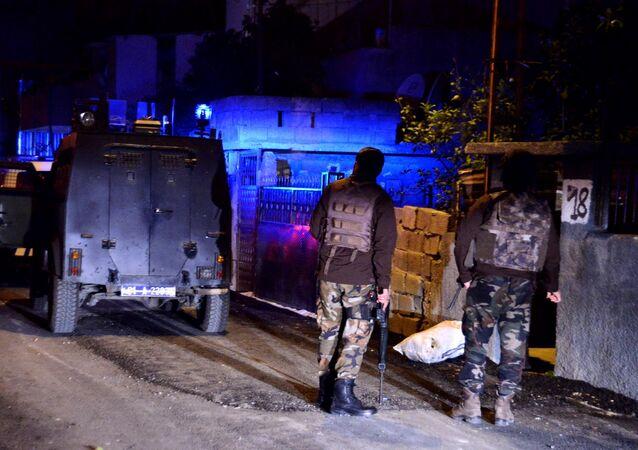 Adana'da HDP'lilere operasyon