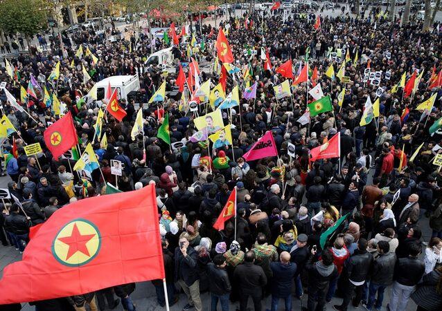 Paris'te 20 bin kişi HDP operasyonu ve tutuklamaları protesto etti