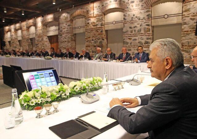 Başbakan Binali Yıldırım, iş dünyasının temsilcileriyle buluştu