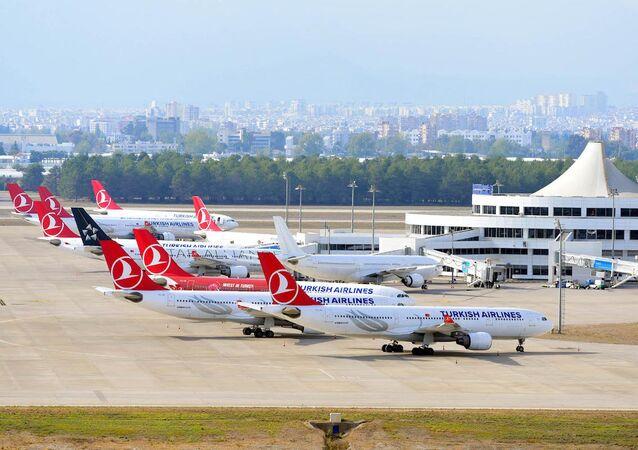 Antalya Havalimanı'ndaki THY uçakları